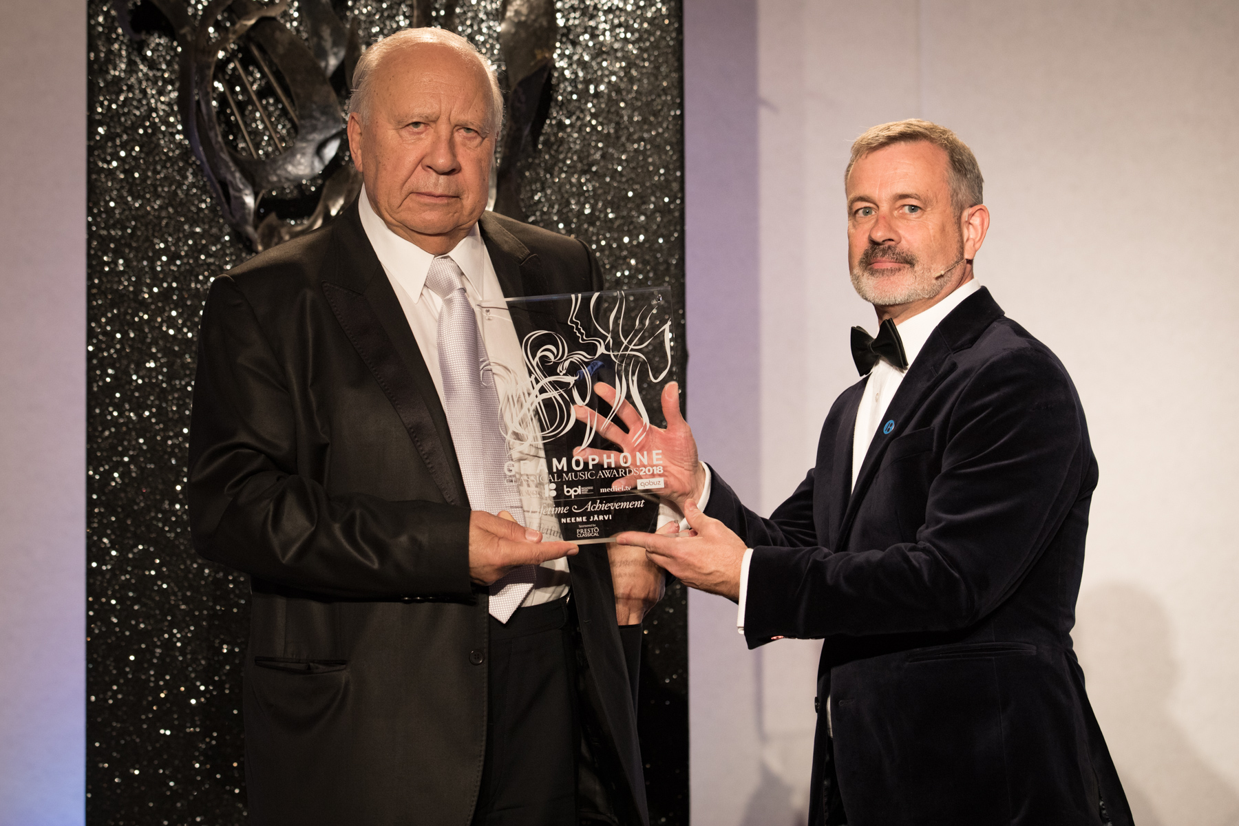 Neeme Järvi is presented with the Lifetime Achievement Award by James Jolly