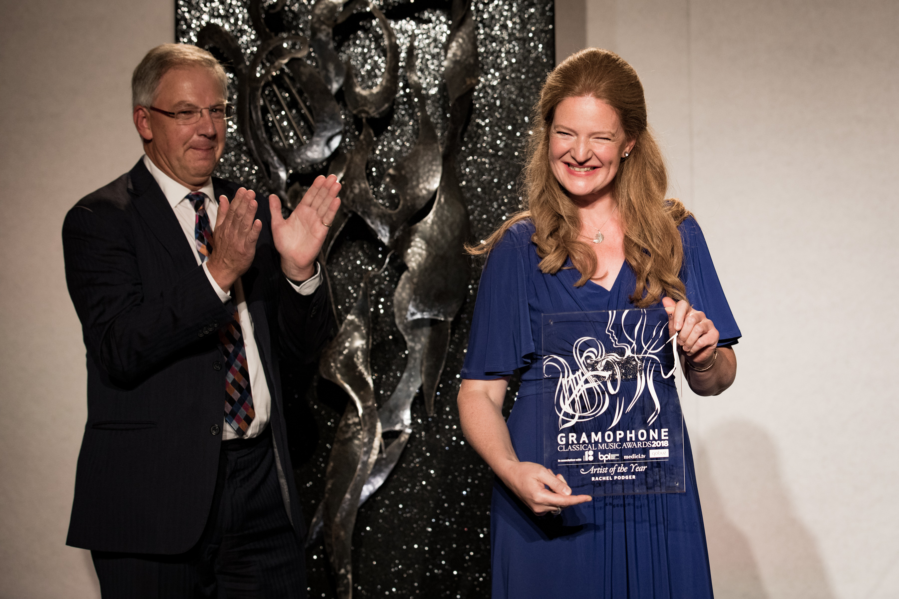 Rachel Podger receives her Artist of the Year Award from Jonathan Freeman-Attwood