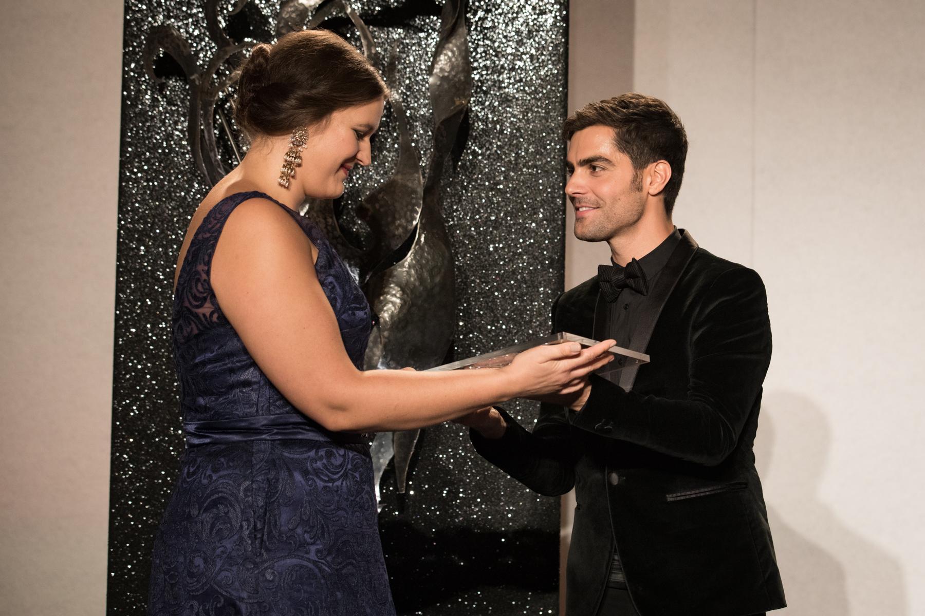 Miloš Karadaglić presents Lise Davidsen with her Young Artist of the Year Award