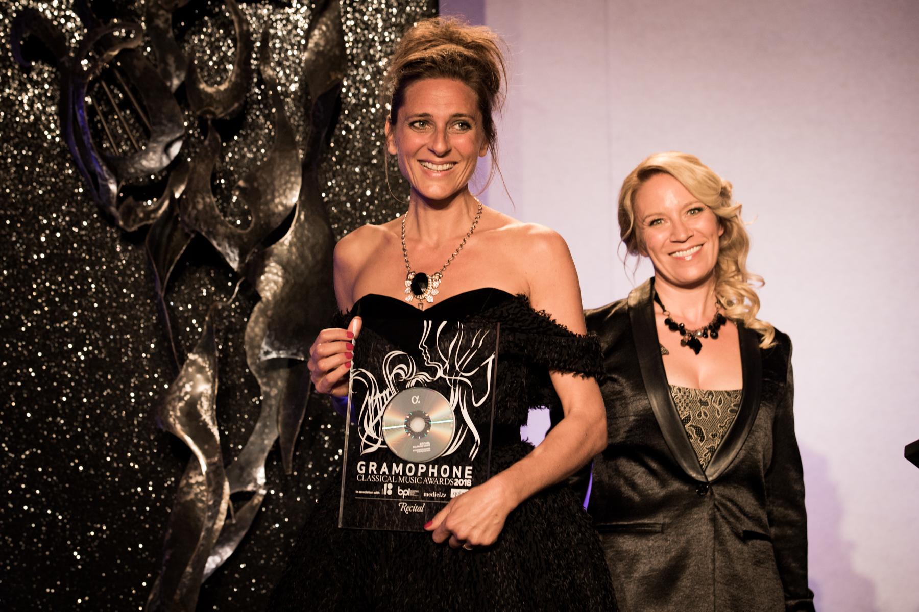 Delphine Galou receives the Recital Award from Carolyn Sampson