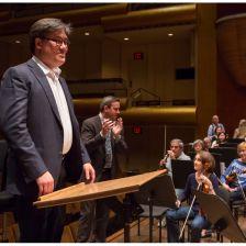 Alan Gilbert extends tenure as New York Philharmonic music director