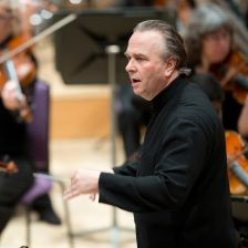 Sir Mark Elder to stay at the Hallé until at least 2020 (photo: Russell Hart)