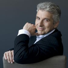Peter Oundjian takes over in Scotland (Photo: Sian Richards)
