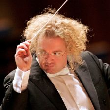 Stéphane Denève joins the Stuttgart RSO (photo: Drew Farrell)