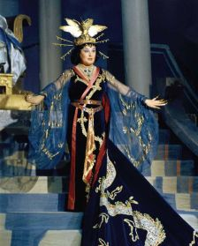 A resplendent Birgit Nilsson as Turandot at the Vienna State Opera in 1961 (photography: Studio Fayer/Birgit Nilsson Foundation)