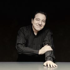 Fazıl Say signs to Warner Classics (photo: Marco Borggreve)