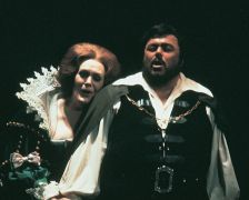 Luciano Pavarotti and Dame Joan Sutherland in Donizetti's Lucia di Lammermoor (photo: Lyric Opera of Chicago)