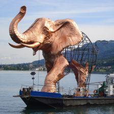 Bregenz Festival's giant elephant… (photo: Bregenzer Festspiele/ Babette Karner)