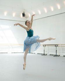 Royal Ballet dancer Anna Rose O'Sullivan in rehearsal (Andrej Uspenki)