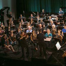Esa-Pekka Salonen conducts Leila Josefowicz and the Philharmonia at Berlin's Apple Store