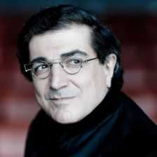 Sergei Babayan signs to Deutsche Grammophon (photo: Marco Borggreve)