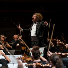Stéphane Denève conducts the Brussels Philharmonic (photo Bram Groots)