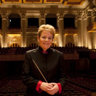 Marin Alsop in the Sala São Paulo, home of the SPSO (Photo: Alessandra Fratus